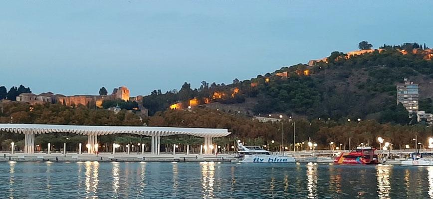 Alcazaba und Burg am Abend