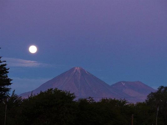 Von unserem Übernachtungsplatz aus haben wir einen tollen Blick auf den Vulkan Licancabur - 5916m hoch