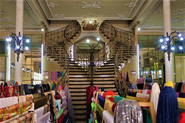 Ehemaliges Luxuskaufhaus 'Paris N'América' erbaut 1870 - heute bekommt man hier günstige Meterware