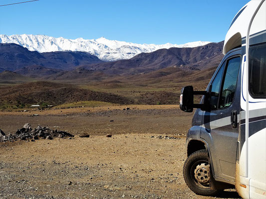 Blick auf die verschneiten Anden
