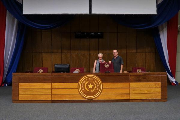 Der Sessel des Präsidenten von Paraguay 2018-23 Mario Abto Benítez ...