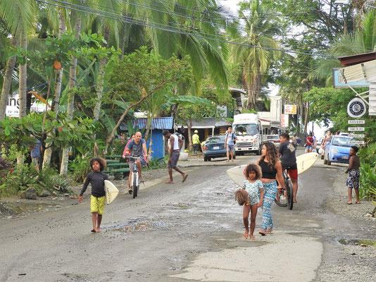 Hauptstrasse in Puerto Viejo....