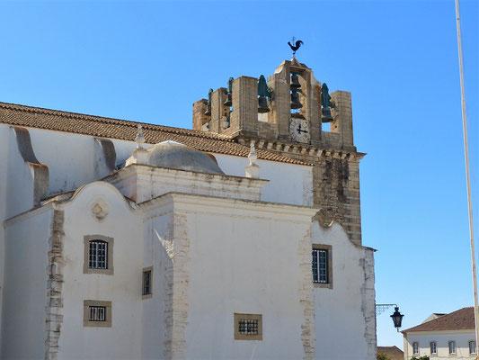 Kathedrale mit einem speziellen Glockenturm....