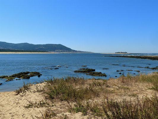 Blick zurück nach Portugal und der portugiesischen Insel-Festung im Río Miño