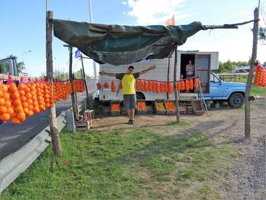 Orangenverkäufer an der Strasse