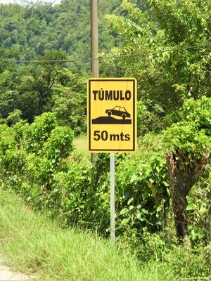 Oft hat es Hinweisschilder, aber die Túmulos fehlen - oder schlimmer....