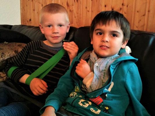Gian mit Schlüsselbeinbruch - Louis mit Oberarmbruch