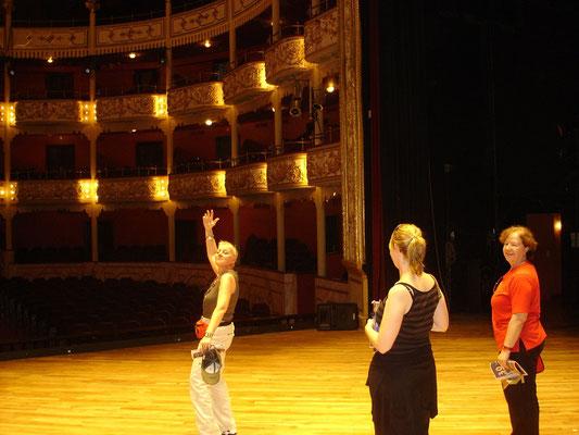 Kurzer Auftritt in der Oper ;o))