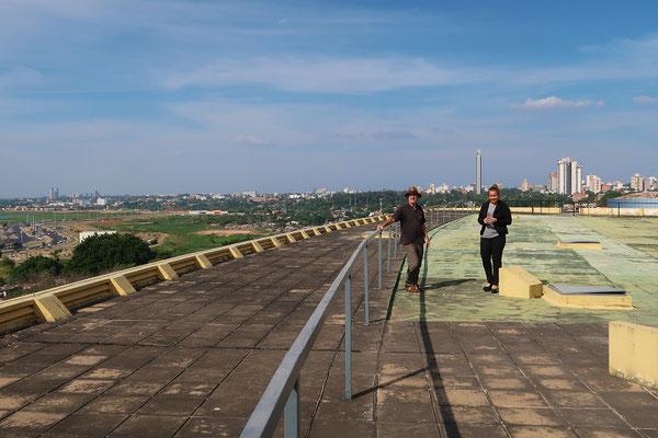 Blick vom Dach des Parlamentsgebäudes....