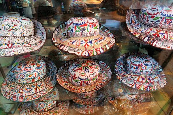 Die traditionellen Hüte der Damen im Colca-Tal....
