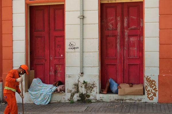 Es gibt viele Obdachlose in der Stadt