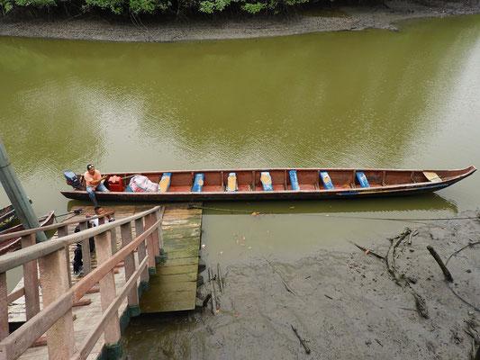 ....und es geht steil runter zu unserem Boot