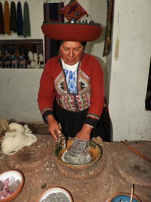 Die Seifenlauge zum Waschen der Wolle wird aus einer Wurzel gewonnen