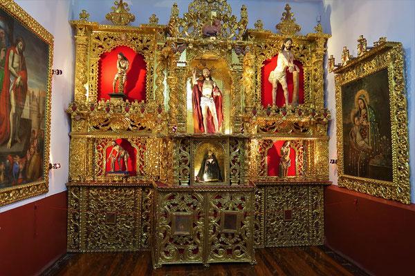 Die reichen, Gold verzierten Schätze des Klosters....