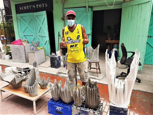 Scott stellt Gartentöpfe aus alten Tüchern und Zement her