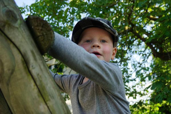 Unser Enkel Gian - immer irgendwo am Klettern :o))