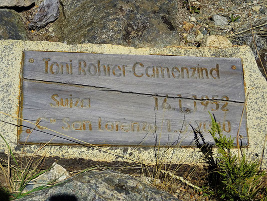 Im nahen Bergfriedhof begraben