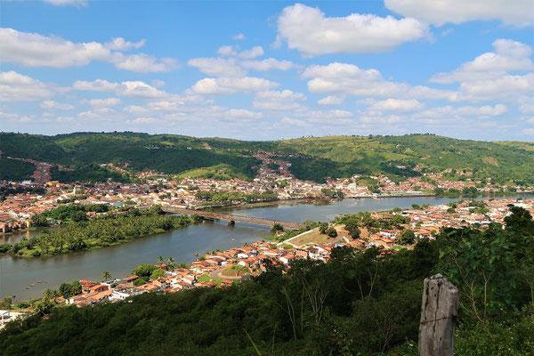 Cachoeira links - São Félix rechts