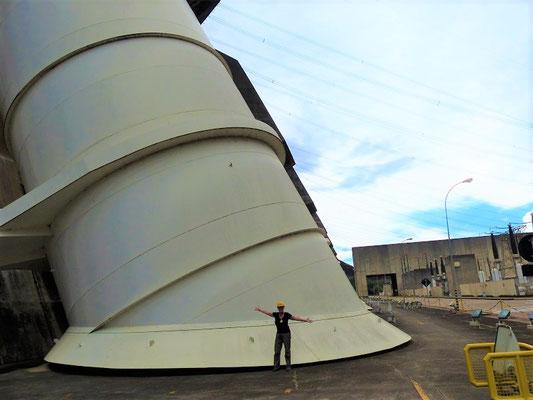 Der Wassereinlass zu den Turbinen ist beinahe 11m im Durchmesser