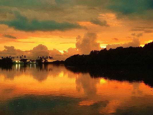 ....und der schönste Sonnenuntergang - was will man noch mehr!!