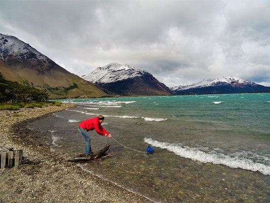 Wasser schöpfen bei Windstärke 'fast unmöglich'!