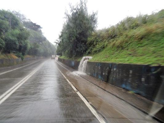 Heftiger Regen bei der Abfahrt
