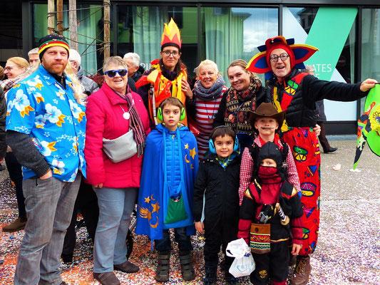 Die Familie versammelt sich zur Fasnacht in Baar und Luzern