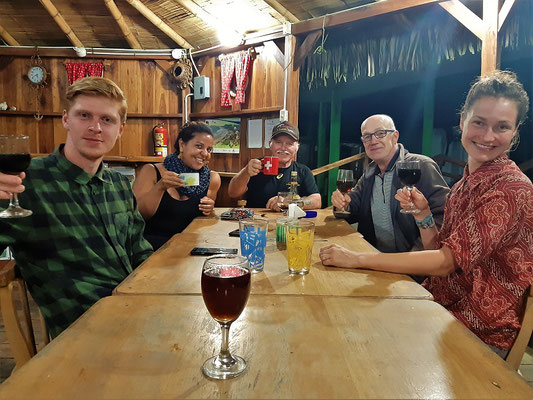 Beim 'Kaffeeschnaps' trinken mit Jasper, Andreina, Sämi und Jaqueline