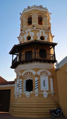 ....mit dem speziellen Glockenturm