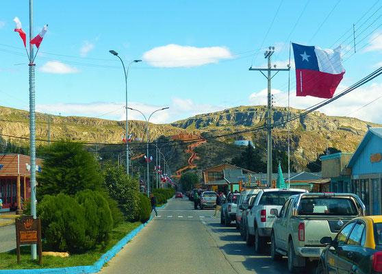 Chile Chico mit Mirador im Hintergrund