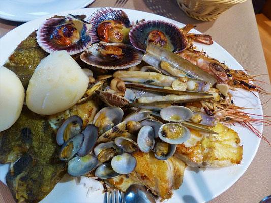 Köstliches Meer-Getier mit Kartoffeln in Foz