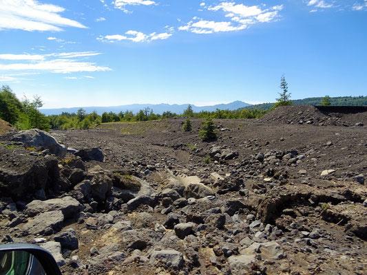 Überall Schutt vom letzten Ausbruch des Vulkans