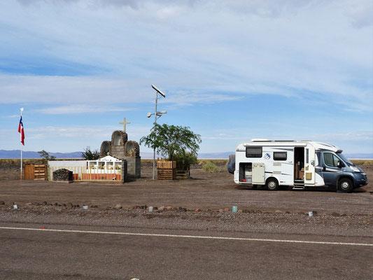 Übernachtungsplatz neben einem Denkmal für vier Verunfallte - der sicherste Platz in Südamerika