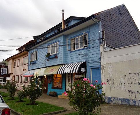 Häuser mit Holzschindeln verkleidet