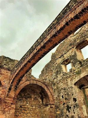 El Arco Chato - 1678 erbaut - galt als Beweis für ein erdbebensicheres Land und somit wurde der Panamakanal hier gebaut und nicht in Nicaragua