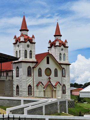 Dorfkirche mit Eisenblech-Verkleidung
