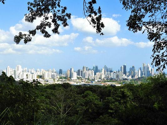 Blick vom Cerro Cedro auf Panamá