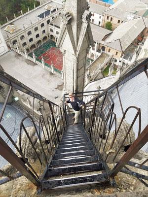 ....die 115m hohen Türme können über Leitern bestiegen werden