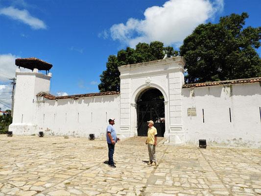 Die Festung La Pólvora - wurde zum Schutz gegen Piratenangriffe gebaut und von Diktator Somoza als Foltergefängnis genutzt!