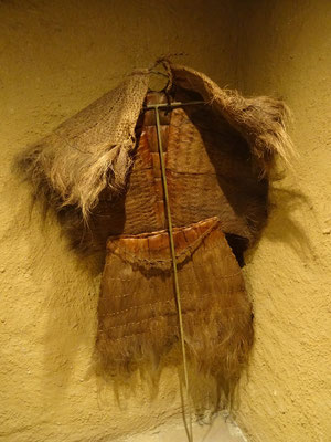Früher trug man beim Arbeiten in den Rebfeldern zum Schutz vor der Sonne diese Kleidung....