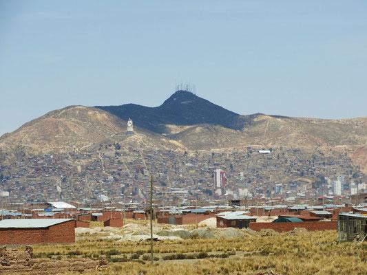 Oruro mit dem Cerro Santa Bárbara