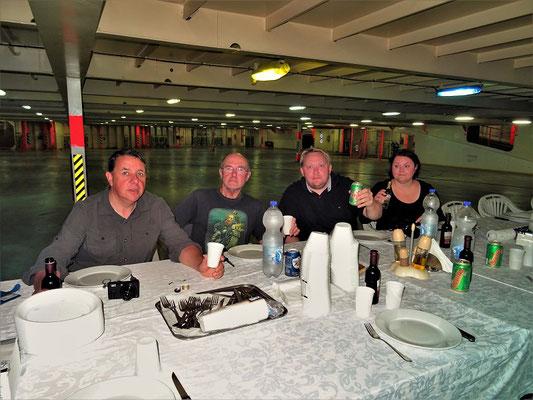 Äquator-Taufe mit Mike, Mik, Tobias und Michaela