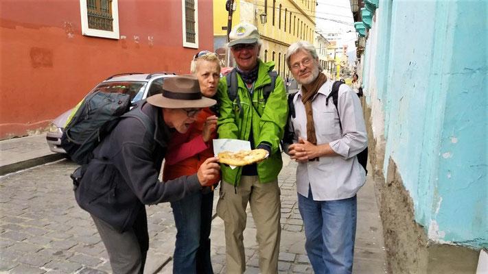 ....Röbä, ich, Martin und Gerd geniessen diesen Snack