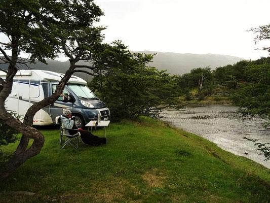 Camping am Río Oviando