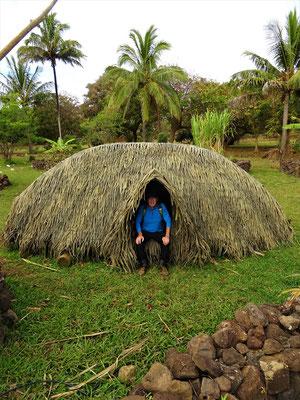 Auf dem Weg zum Vulkan passieren wir ein Boot-Haus der Rapa Nui