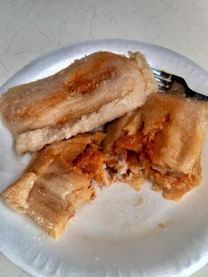 Montuca Hondura - Mais mit Fleisch und Zwiebeln in Bananenblatt eingewickelt und gekocht