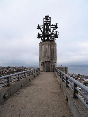 Der Glockenturm mit deutschen Glocken vom deutschen Papst persönlich gesegnet
