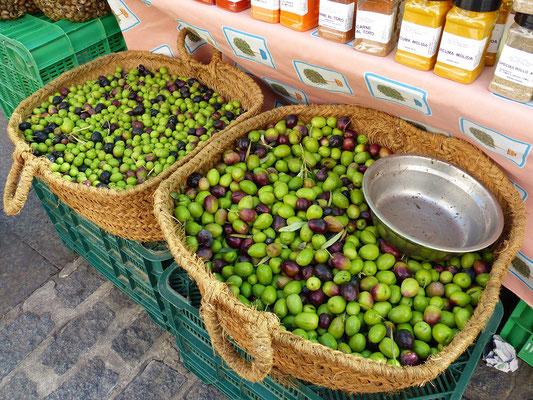 ....frische Oliven....