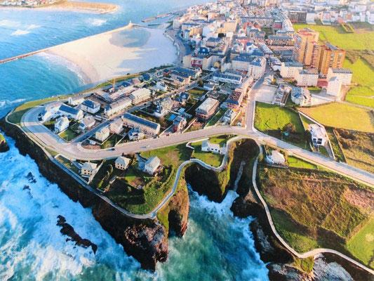 Foz (Bild aus der Reisebrochure) mit interessantem Sand-Strand