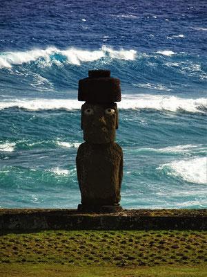 Die Augen dieses Moai betehen noch aus Perlmutt